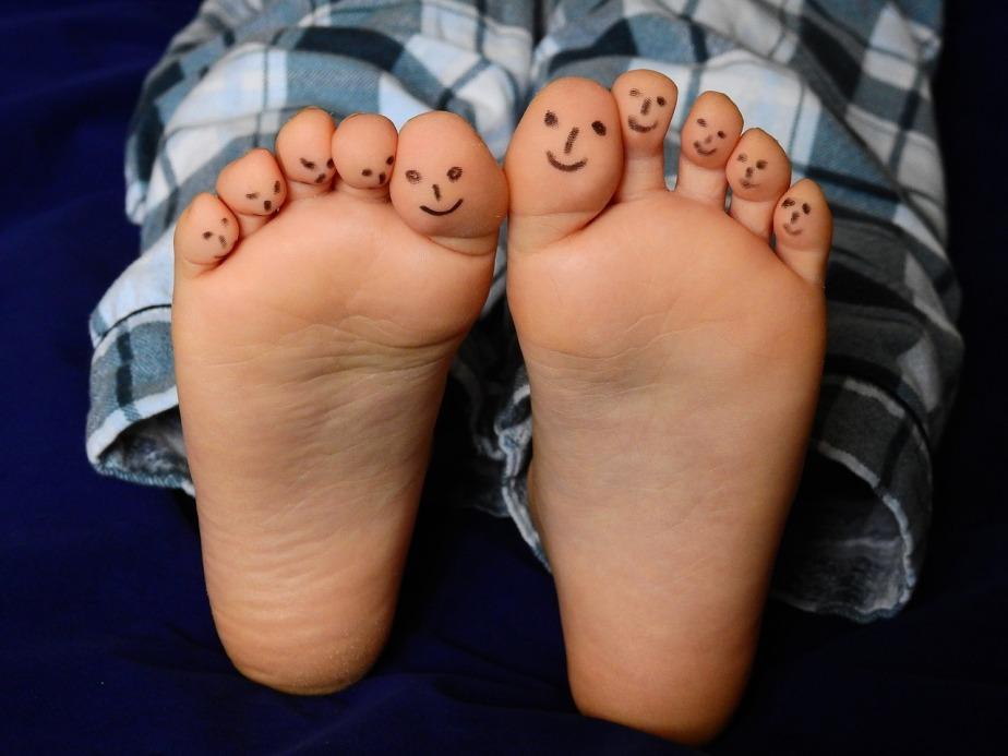 feet-2358333_1280.jpg