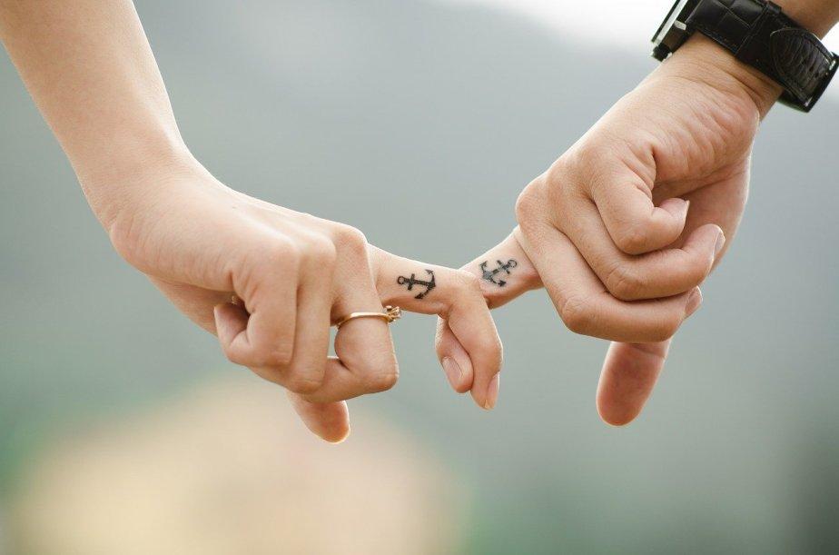 hands-437968_1280.jpg